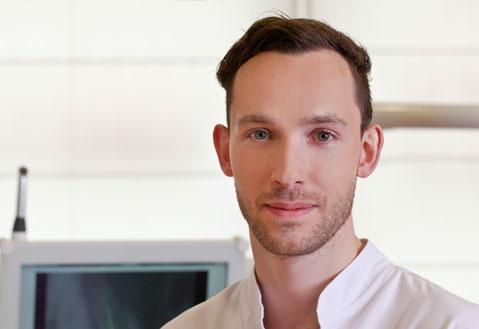 Lekarz dentysta Sebastian Suchecki